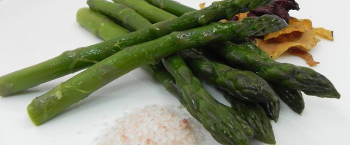 Tosta asparagus with truffle oil